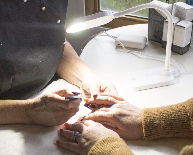 Daylight Lamps nail technician
